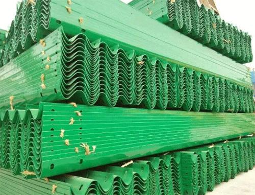 喷塑波形护栏货场