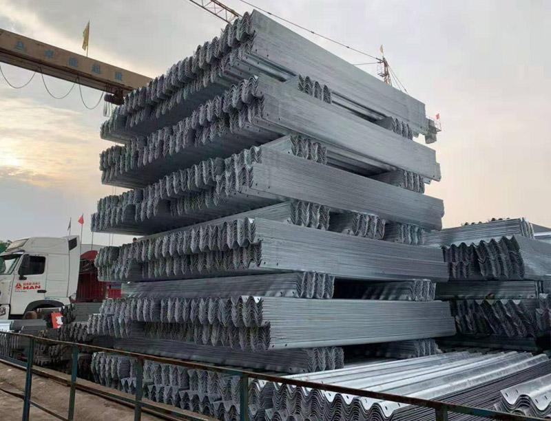 波形护栏板货场