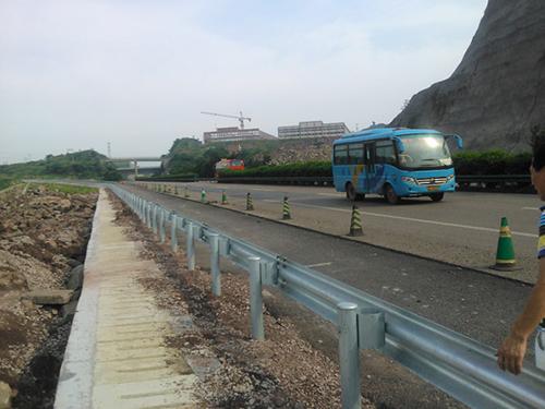 高速公路护栏安装