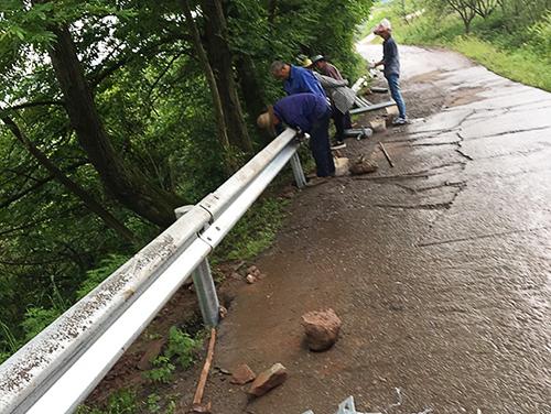 道路波形护栏安装